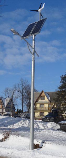 Hybrydowa lampa uliczna