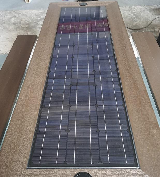 Solarna ławka piknikowa sSEC12 BrasiT panel